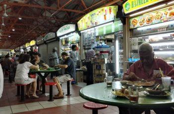 Comer en Hawkers en Singapur