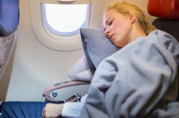 Dormir en el avión en vuelos largos